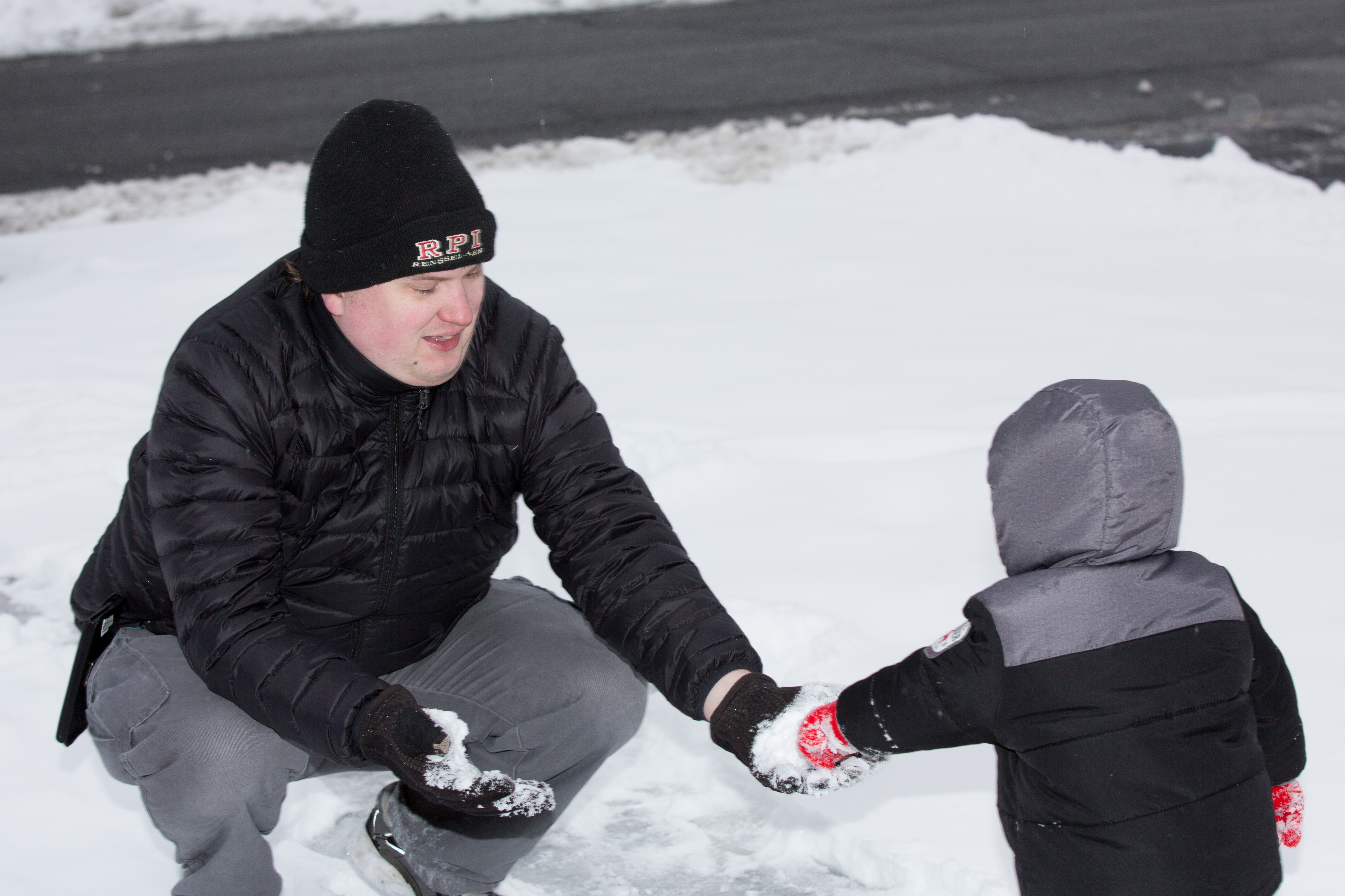 Daddy shows me a snowball...